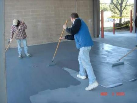 SFC Plexicoat MMA Flexible Bodycoat Applicaton Construction Men Workers Spreading Industrial Floor Coating With Rollers